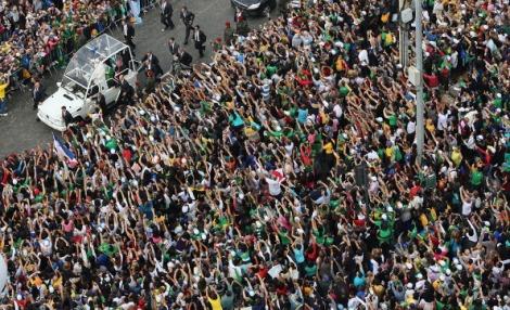 Pope Francis Celebrates Mass On Copacabana Beach